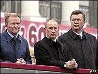 From left to right: Ukraine's former President Leonid Kuchma, Russian President Vladimir Putin and Ukraine's former PM Viktor Yanukovych