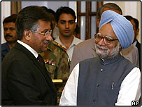 Indian Prime Minister Manmohan Singh (right) and Pakistani President Pervez Musharraf