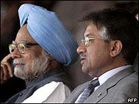 Manmohan Singh (left) and Pervez Musharraf