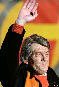 Viktor Yushchenko speaks at a rally in Kiev