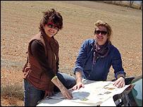 Mariusa Reyes y Diana Zileri en su recorrido por La Mancha.
