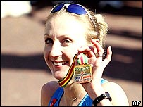 Paula Radcliffe shows off her medal after winning the 2005 London Marathon