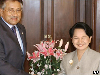 Pakistani President Pervez Musharraf with Philippine President Gloria Arroyo