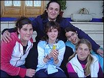 Juan junto a Mar�a Isabel, Arantxa, Patricia y Montserrat.