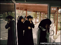 Bahraini women - ONE USE ONLY