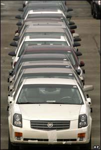 Vehículos Cadillac listos para ser vendidos.