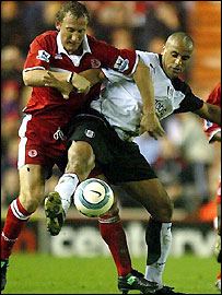 Middlesbrough's Ray Parlour (left) tussles with Fulham's Alain Goma