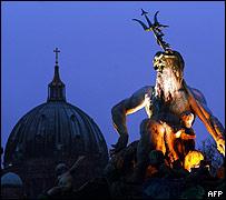 Silueta de la c�pula de la Catedral de Berl�n