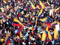 Ecuatorianos protestan contra el gobierno de Lucio Gutiérrez en Quito