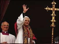 Папа Бенедикт XVI (справа)