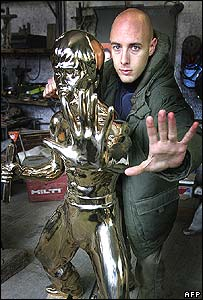 Croatian sculptor Ivan Fijolic