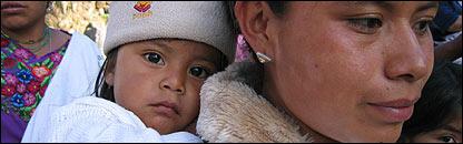 Mujer con niña en Guatemala