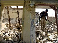 Iraqi troops search rubble of Shia temple
