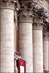 Papa Benedicto XVI desde el balc�n.