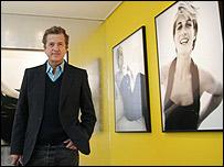 Mario Testino en la exposici�n del Palacio de Kensington
