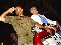 Lucio Gutiérrez y Alfredo Palacio durante la campaña de 2002