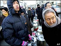 Harbin residents queue for water