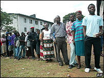 People queue to vote in Budiriro, Harare