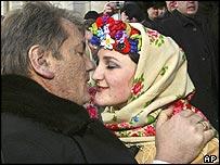 Viktor Yushchenko meets woman in traditional costume
