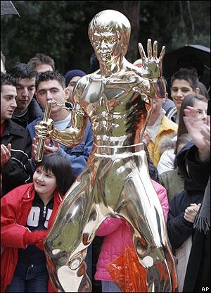 Estatua de Bruce Lee en Mostar, Bosnia.