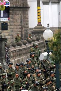 Soldados ecuatorianos en Quito
