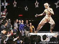 Bronze statue of Bruce Lee unveiled in Hong Kong