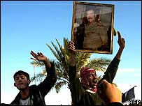 Saddam supporters in Tikrit