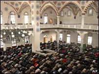 Молитва в одной из мечетей Махачкалы