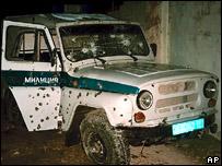 Обстрелянная милицейская машина в Махачкале