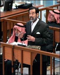صدام يناقش القاضي