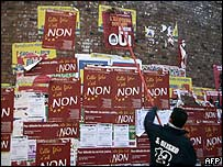 EU constitution referendum campaign posters in France