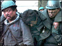 A trapped miner of Dongfeng Coal Mine is carried out by his fellow workers in Qitaihe - 28/11/05