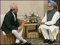 King Gyanendra (L) and Manmohan Singh