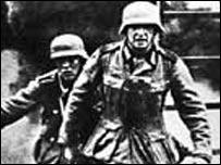 Немецкие военные на территории СССР (фото из Hulton Archive)