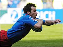 Christophe Dominci dives over to send Stade Francais into the Heineken Cup final