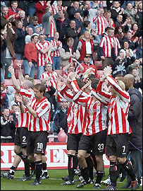 Sunderland celebrate winning promotion