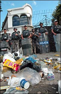 Garbage in front of the residence of the Brazilian ambassador in Quito