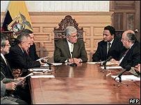 Nuevo gobierno ecuatoriano durante su primera reunión de gabinete, el 22 de abril de 2005.