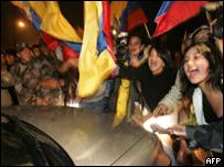 Protesta en las afueras de la embajada de Brasil en Quito