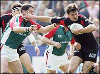 Leicester's Martin Johnson tries to get to grips with Toulouse centre Yannick Jauzion