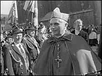 Joseph Ratzinger, deja Baviera para dirigirse al Vaticano.