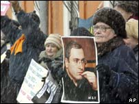 Demonstrators backing Mikhail Khodorkovsky