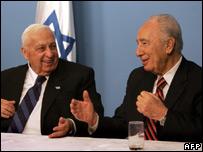 Israeli PM Ariel Sharon (L) and Shimon Peres