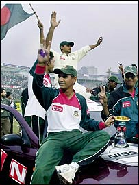 Habibul Bashar celebrates a Test series victory over Zimbabwe