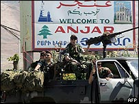 Lebanese army commandos move into Anjar after the withdrawal of Syrian troops