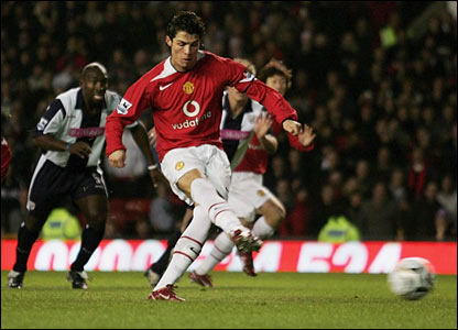 Ronaldo scores a penalty for United