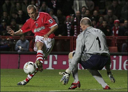 Danny Murphy puts Charlton 2-0 up