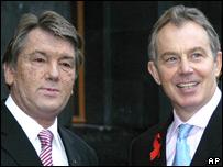 Ukrainian President Viktor Yushchenko (left) with British Prime Minister Tony Blair in Kiev