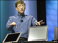 Bill Gates shows off Longhorn operating system at a conference