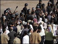 مكافحة الشغب في مصر تصد مظاهرة للاخوان (ارشيف)